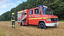 Brennt Rundballen auf Feld